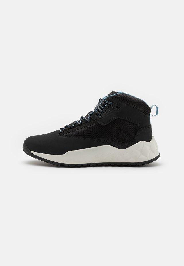 SOLAR WAVE MID - Sneakers alte - black/white