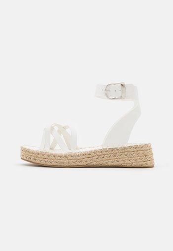 2 PART WITH MUTLI CROSS OVER STRAPS - Platform sandals - white