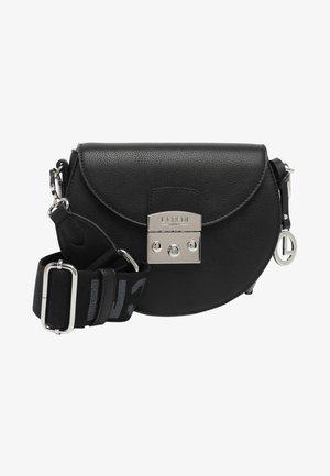 FILIPPA - Across body bag - schwarz