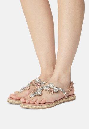 Sandály s odděleným palcem - cipria