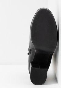 ONLY SHOES - ONLBRIN BUCKLE - Kotníková obuv na vysokém podpatku - black - 6