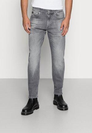 SLIM TAPER - Zúžené džíny - denim grey