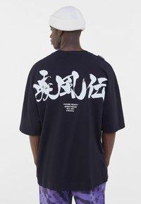 Bershka - NARUTO  - T-shirt med print - black - 2