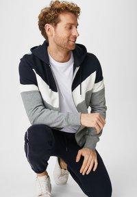C&A - Zip-up hoodie - dunkelblau - 2