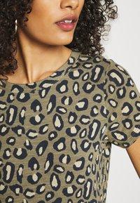 Banana Republic - COZY SLUB CREW - Print T-shirt - cool leopard - 5