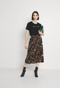 Pieces - PCFALISHI SKIRT - A-line skirt - black/flowers - 1