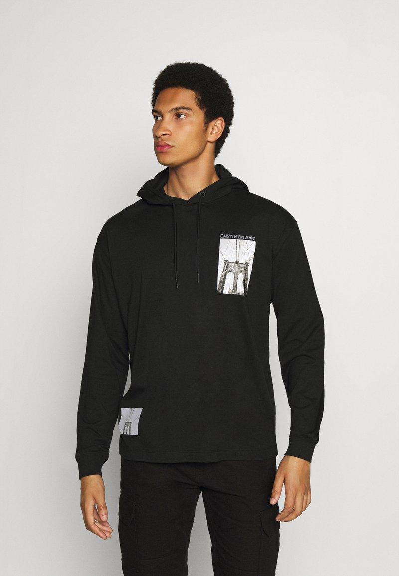 Calvin Klein Jeans - NYCK PHOTOPRINT HOODED - Hoodie - black