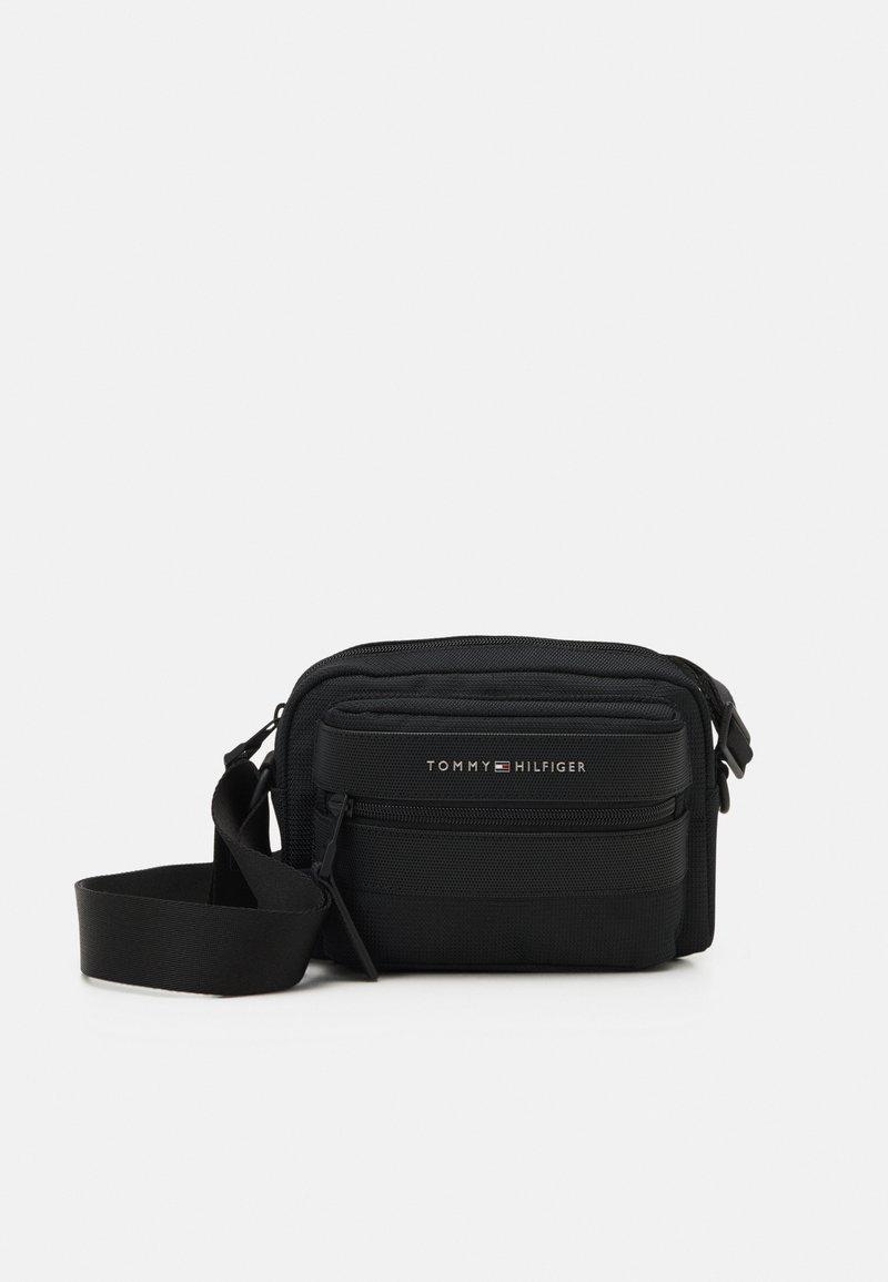 Tommy Hilfiger - ELEVATED CAMERA BAG UNISEX - Across body bag - black