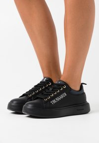 Trussardi - YRIAS LOGO PRINT - Trainers - grey/black - 0