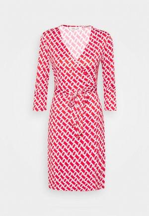 JULIAN TWO - Sukienka z dżerseju - red