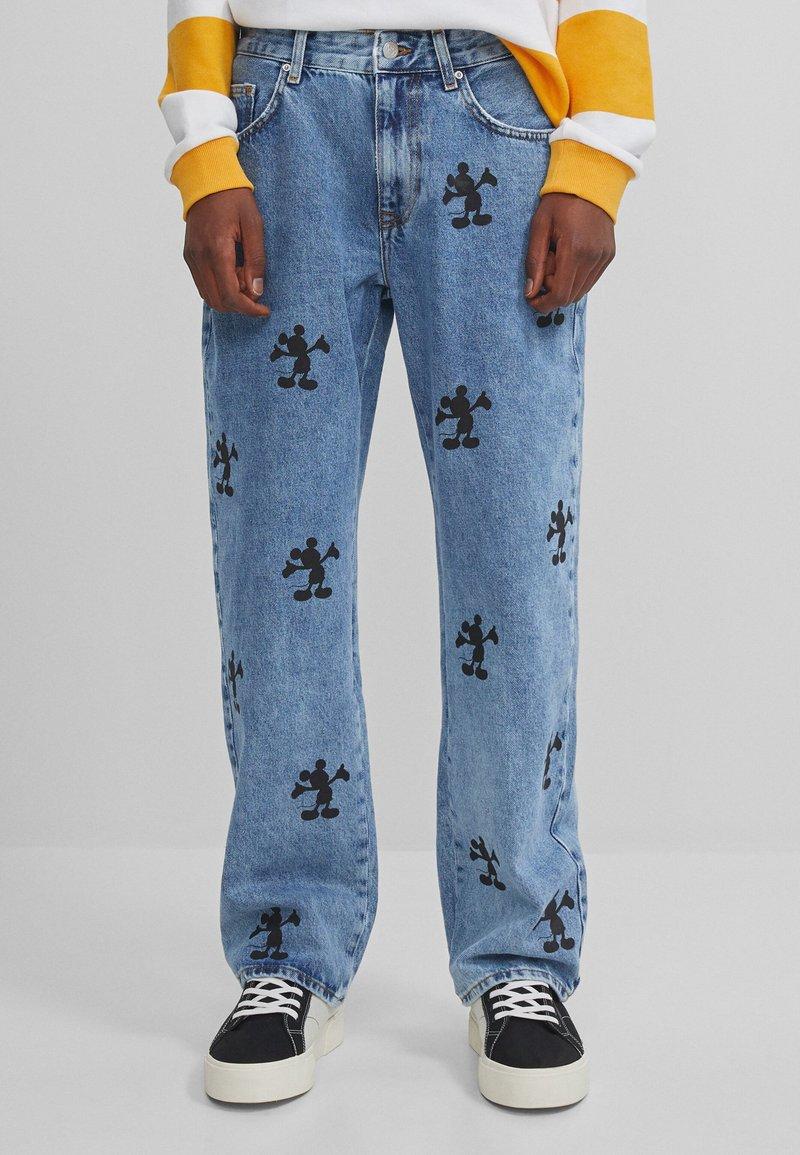 Bershka - MIT MICKY MAUS - Jeans baggy - blue denim
