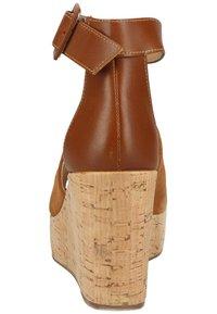 NeroGiardini - Wedge sandals - tabacco - 2