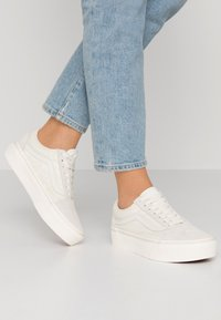 Vans - UA OLD SKOOL PLATFORM - Sneaker low - marshmallow - 0