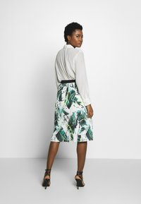 Betty & Co - A-line skirt - white/green - 2