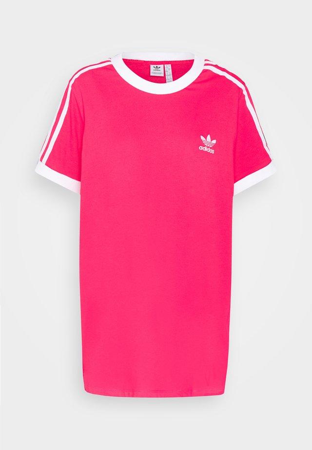 TEE - Printtipaita - power pink/white