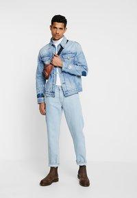 Calvin Klein Jeans - FOUNDATION SLIM JACKET - Džínová bunda - denim - 1