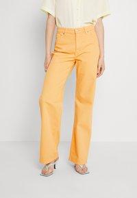 Monki - Straight leg jeans - mango yellow - 0