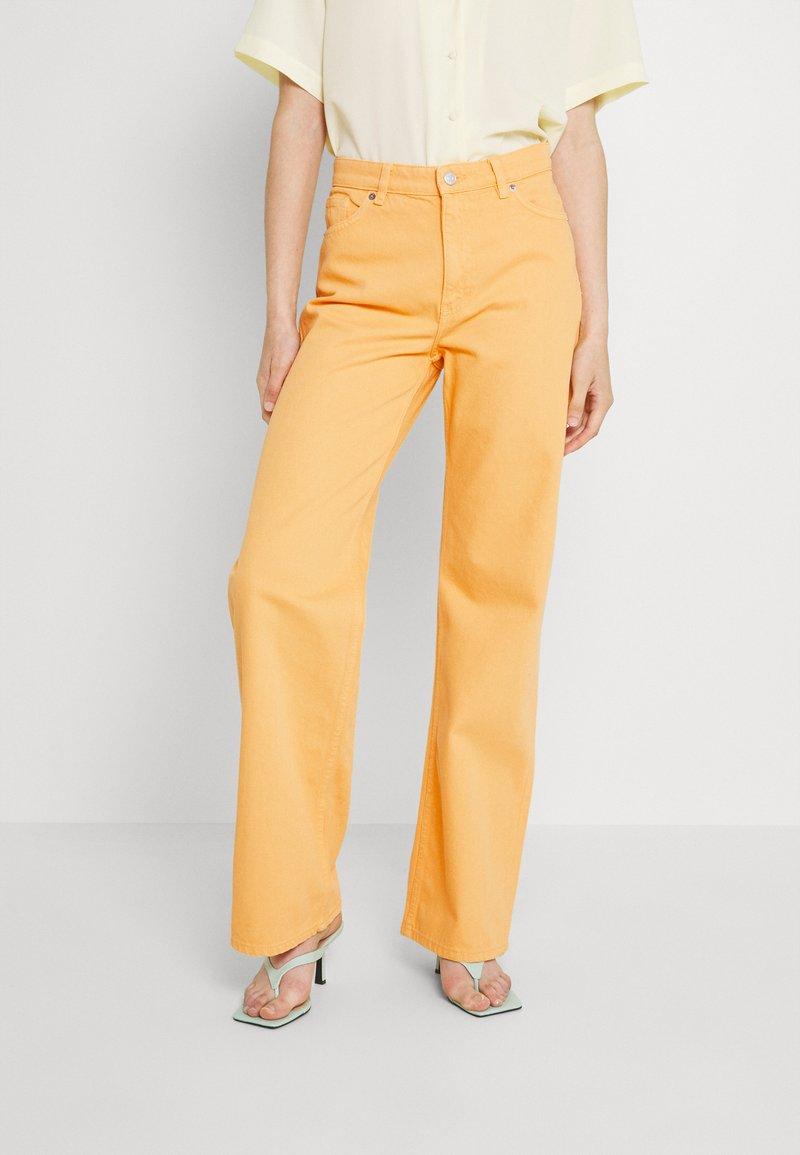 Monki - Straight leg jeans - mango yellow