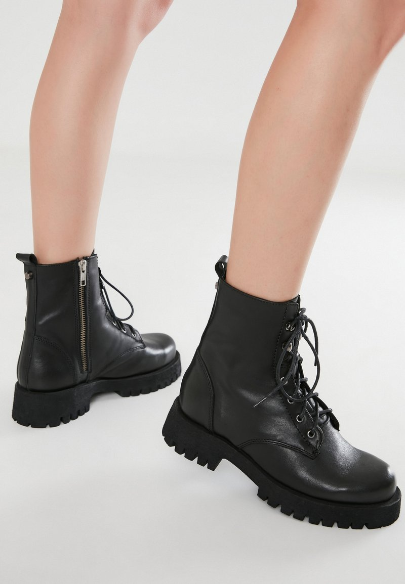 Inuovo - Cowboy/biker ankle boot - black blk