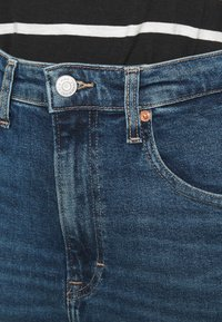 Tommy Jeans - MOM JEAN - Relaxed fit jeans - mid blue denim - 4