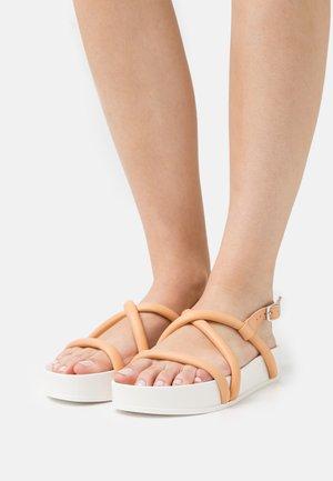 Platform sandals - latte