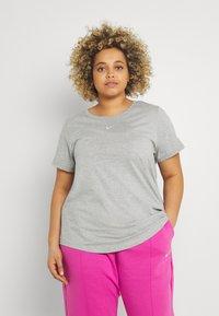 Nike Sportswear - TEE PLUS - Basic T-shirt - grey heather - 0