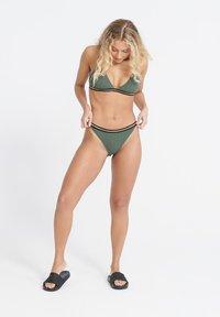 Superdry - SUPERDRY SAHARA CHEEKY BIKINI BOTTOMS - Bikini bottoms - capulet olive - 1