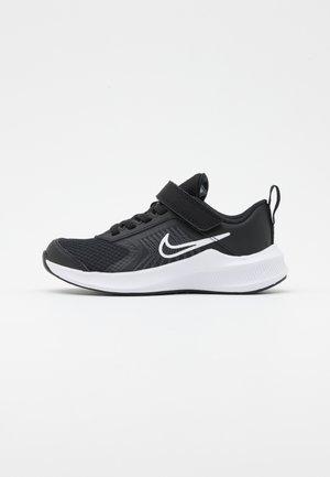 DOWNSHIFTER 11 UNISEX - Zapatillas de running neutras - black/white