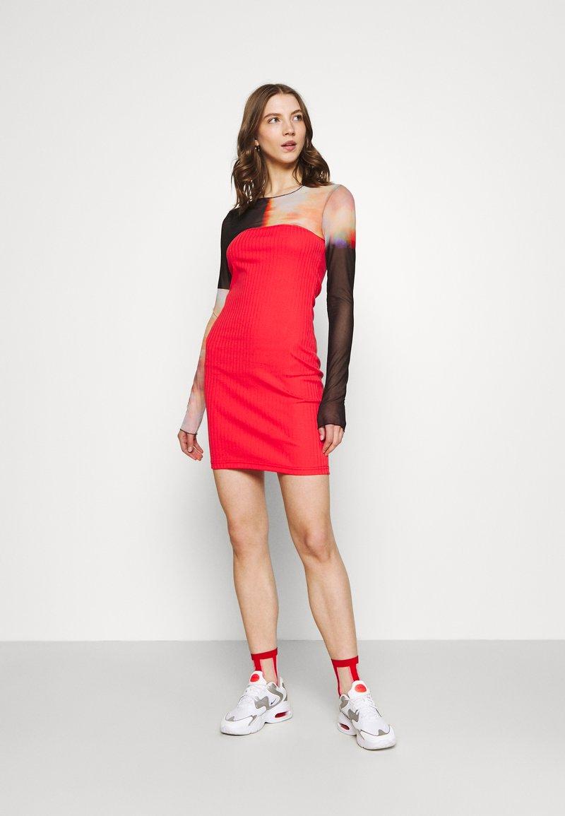Even&Odd - 2 PACK - Pouzdrové šaty - black/red