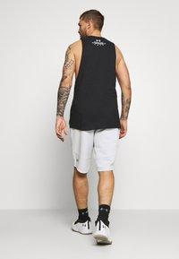 Under Armour - BASELINE SHORT - Sports shorts - halo gray light heather/black - 2
