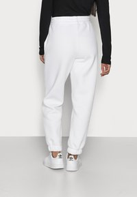 Noisy May Petite - NMPERCY PANT - Tracksuit bottoms - bright white - 2