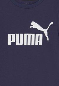 Puma - LOGO TEE UNISEX - Print T-shirt - peacoat - 2