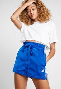 adidas Originals - Shorts - collegiate royal - 3