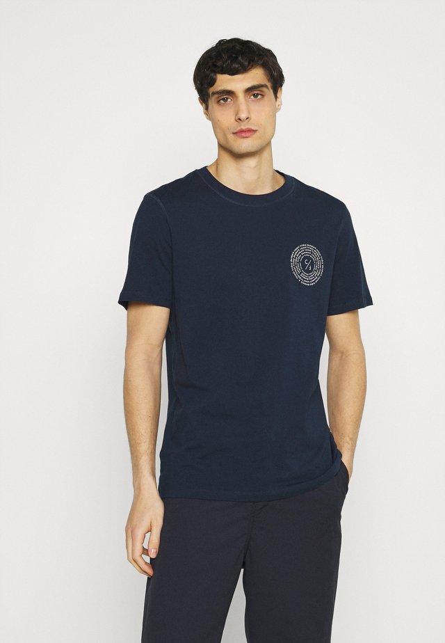 THOR CHEST PRINT TEE - Print T-shirt - navy blazer
