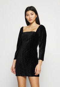 Who What Wear - SQUARE NECK MINI DRESS - Shift dress - black - 0