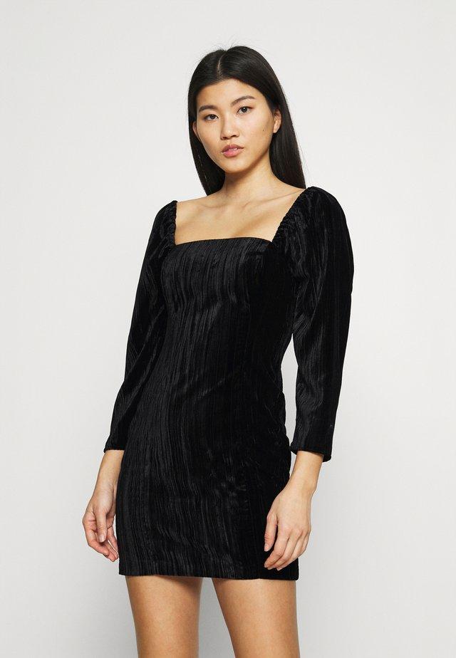 SQUARE NECK MINI DRESS - Etui-jurk - black