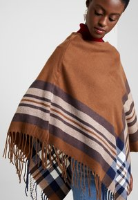 Cream - BRIELLE PONCHO - Cape - dachshund brown - 5