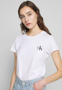 Calvin Klein Jeans - SLIM 2 PACK - Print T-shirt - black/bright white - 5