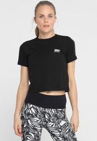 Superdry - CORE CROP BRANDED TEE - Print T-shirt - black - 0