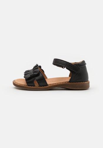 LORE CLOSED HEEL - Sandalias - black