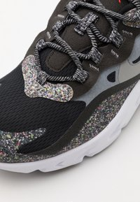 Nike Sportswear - AIR MAX 270 REACT MTF BG UNISEX - Sneakers - black/light smoke grey/smoke/white - 5