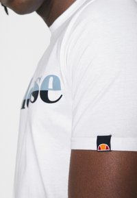 Ellesse - FILIP - T-shirt z nadrukiem - white - 3