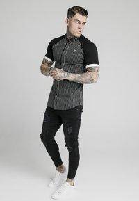 SIKSILK - RAGLAN INSET - Shirt - black/white - 1