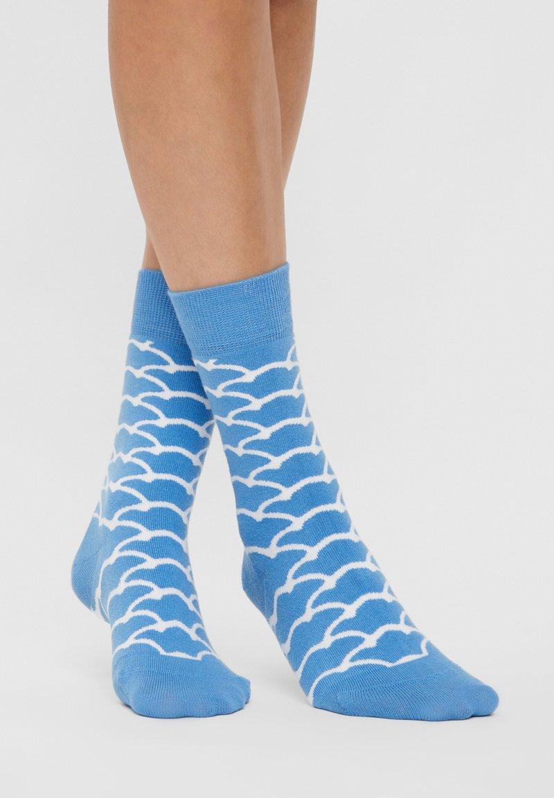 Natural Vibes - CLOUDS SOCKEN AUS BIOBAUMWOLLE - Socks - blue