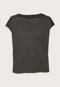 SEYMONA - Camiseta estampada - black oliv