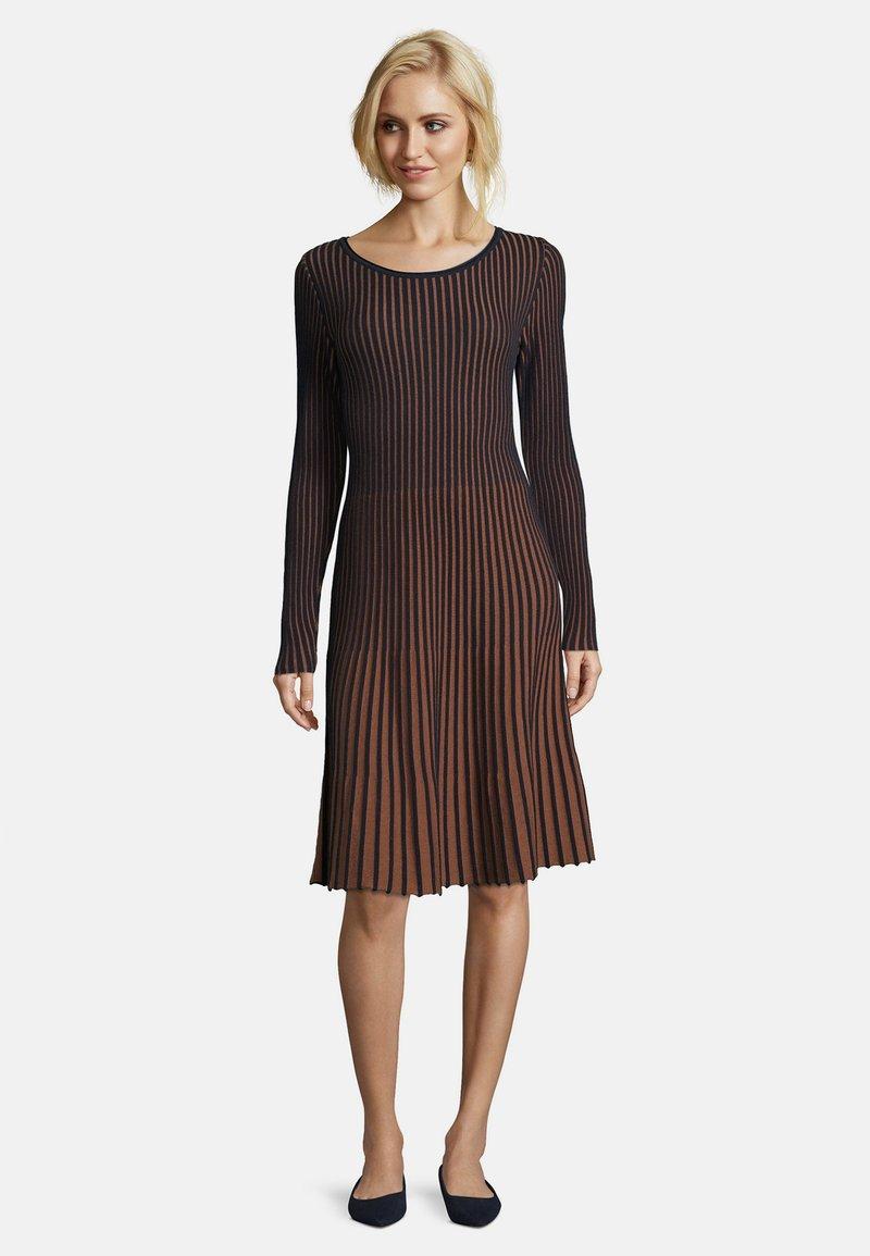 Betty Barclay - MIT PLISSEE - Jumper dress - dark blue/brown