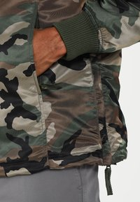 Alpha Industries - ANORAK - Jas - woodland - 5