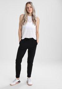 ONLY Play - ONPBAE TRAINING PANTS - Pantalones deportivos - black - 1