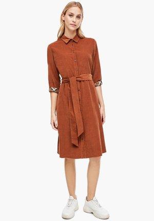 MIT CHECK-DETAIL - Shirt dress - cognac