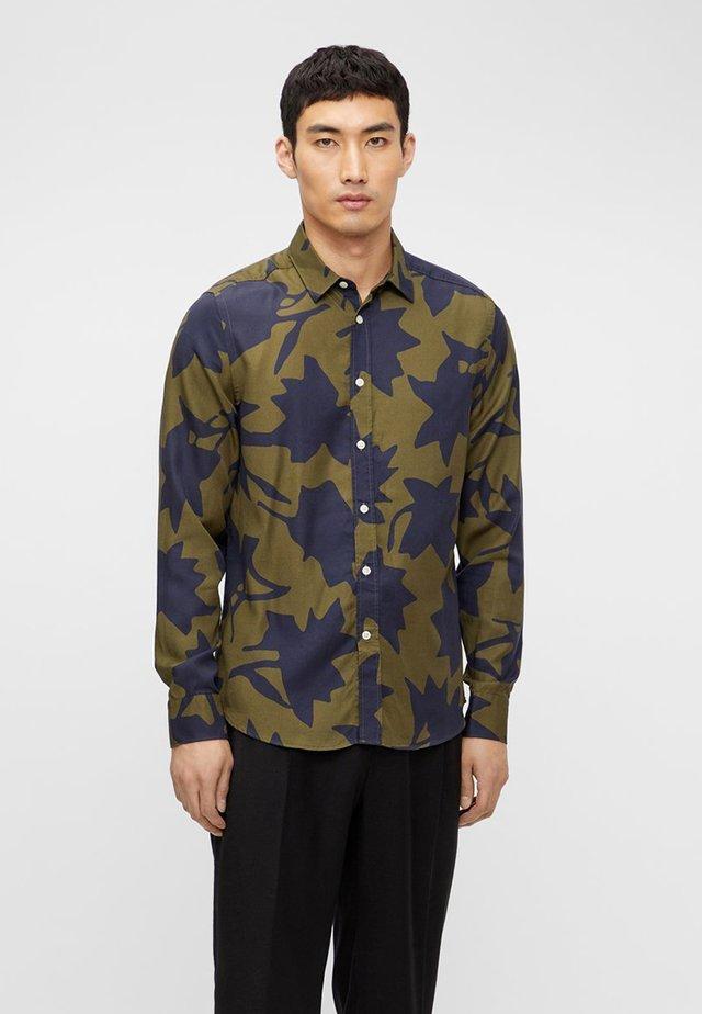 MONOTONE LEAF - Shirt - moss green